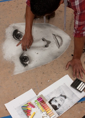 HUGO MORENO – Winning chalk artist Hugo Moreno creates his masterpiece of Audrey Hepburn